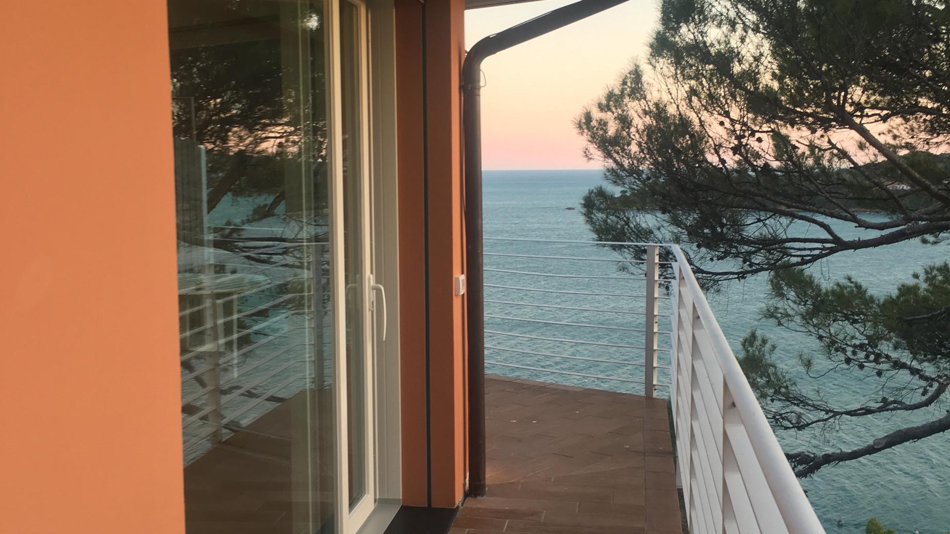 Terraço e porta-janela