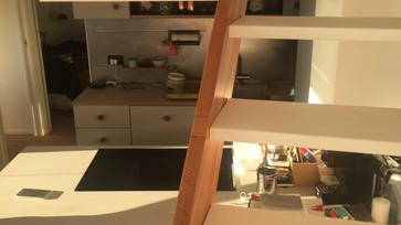 Escada e cozinha