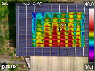 ドローン搭載赤外線カメラによる太陽光パネル診断