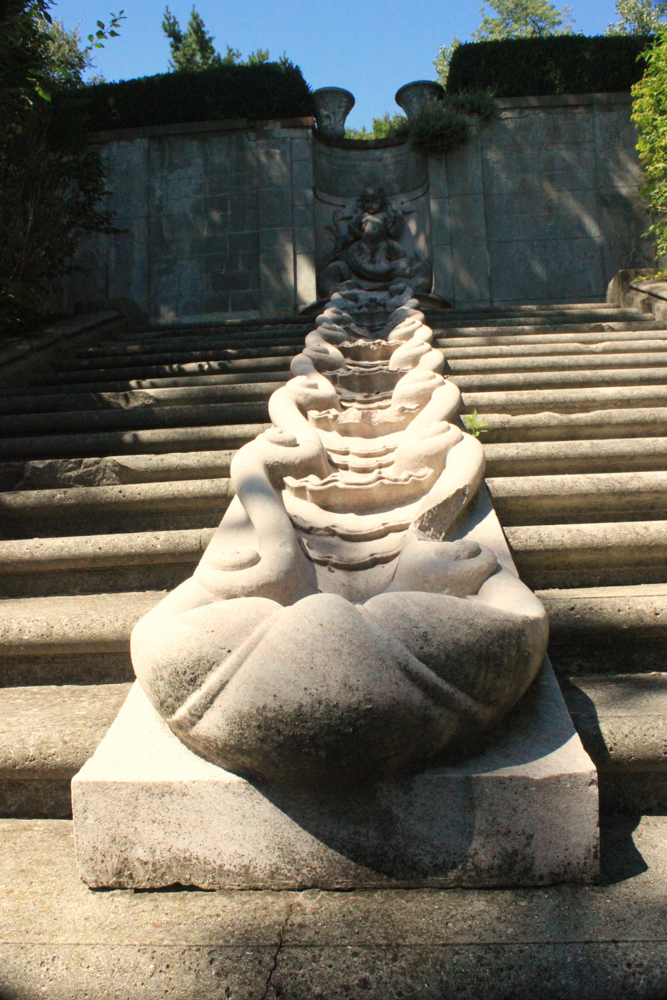 Tennessee Marble Scallop Fountain