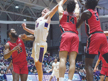 Great Danes' Shooting Woes Continue as They Fall to Stony Brook