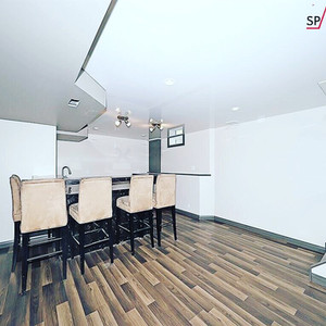 Whtie glossy stretch ceiling
