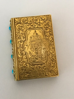 Fine 18ct gold book vinaigrette