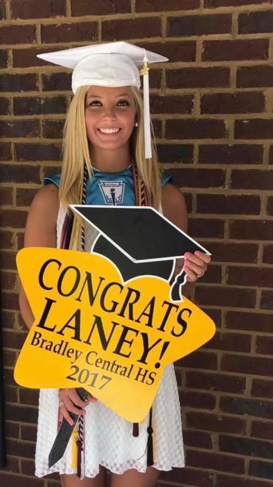 graduation lawn sign, graduation yard sign, personalized graduation lawn sign New Berlin, personalized yard sign Milwaukee, WI