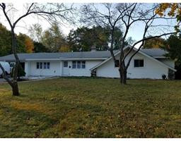 Looking to rent a single family home in Beautiful Bedford MA? Available December 1st.