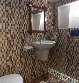 lucy22_bathroom.jpg