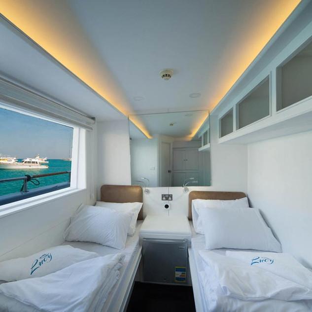 Cabin-main-deck-04.jpg