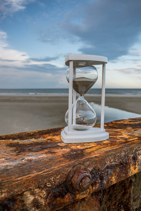 hourglass unity sand container