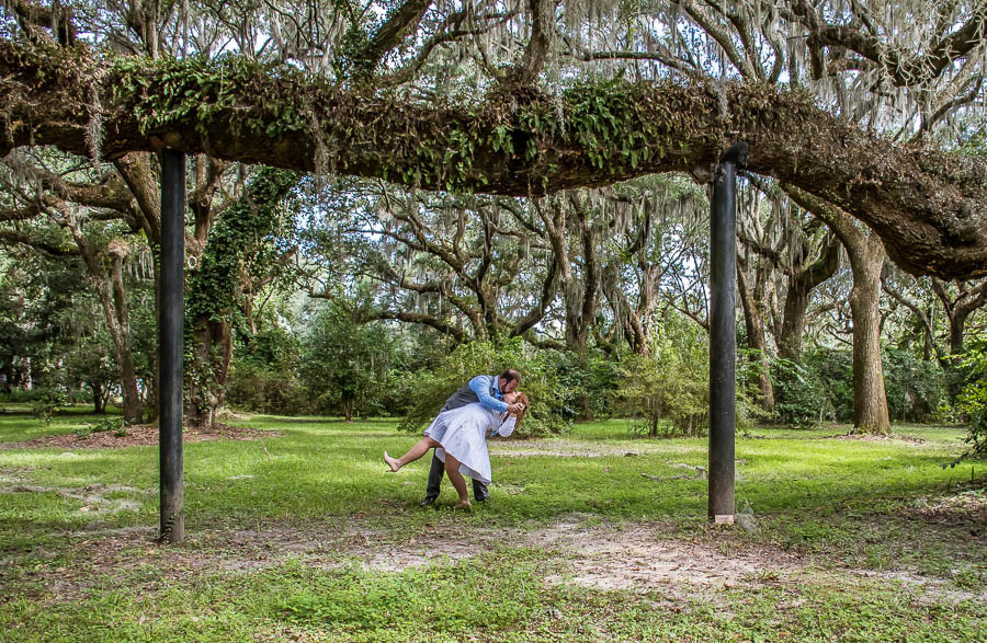 dipped kiss under huge braced tree branch charleston sc