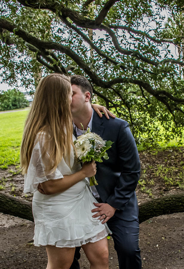 newlyweds kissing in a tree white point gardens charleston