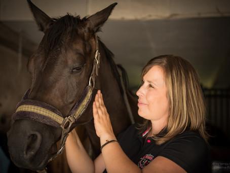 Pourquoi faire masser son cheval et quels en sont les bénéfices ?