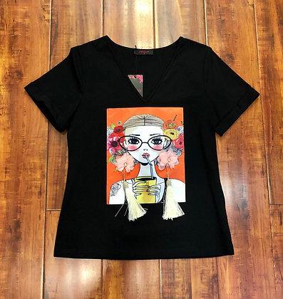 Muñequita con Aretes tshirt