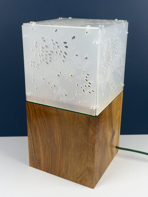Lampe munu Nancy Philibert noyer et Plexiglas blanc motif feuillage éteinte