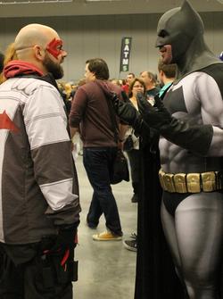 Batman talking to Red Hood