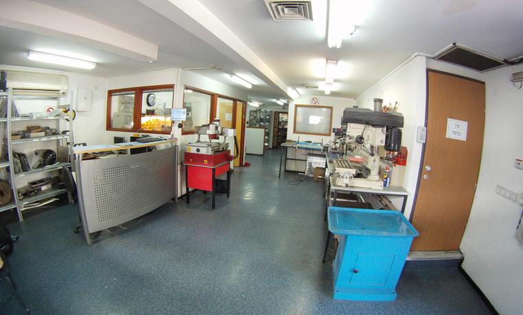 המעבדה.jpg