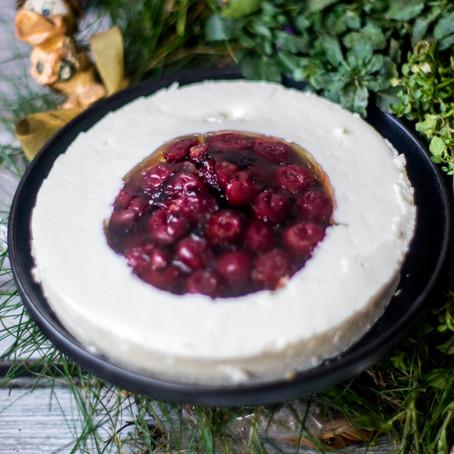 Želė, graikiško jogurto ir uogų tortas