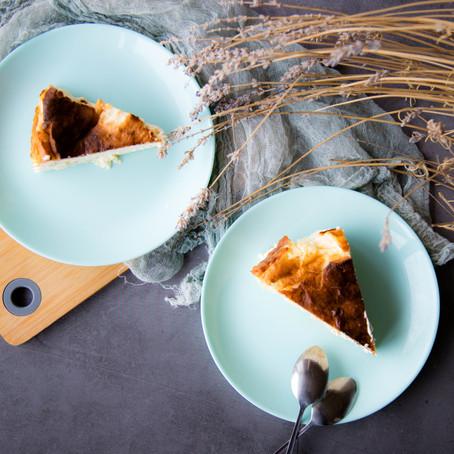 Sūrio pyragas su levandomis ir kriaušėmis