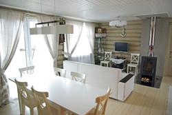 Вид столовой на зону отдыха