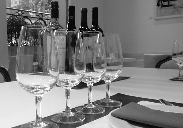 Gretting ready to taste #boutique Argentine wines! _Next Tasting is Monday at 3 p.m ➡ Reservations w
