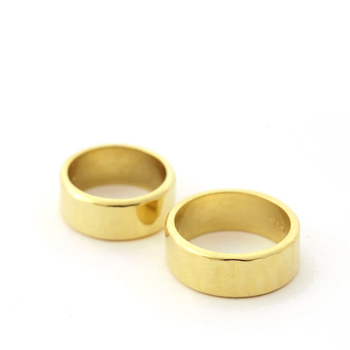 Planished 8mm band in 18k Gold.