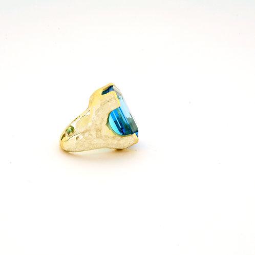 Blue Topaz Ring in 18k Gold