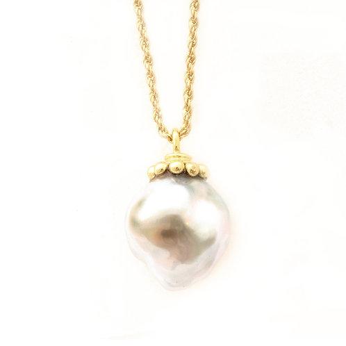 Tahitian Pearl Pendant with 18k Gold.
