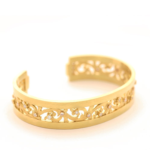 Scroll Bracelet with .72 ctw Diamonds in 18k Gold.