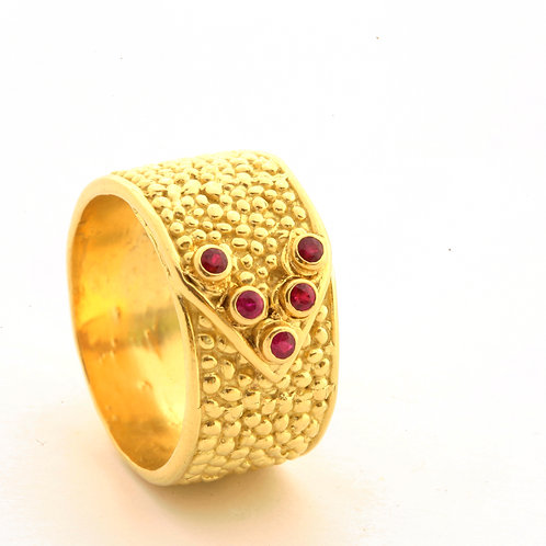 Dot Belt Ring with .24ctw Rubies in 18k Gold.