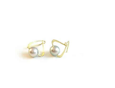 Catch Earrings with Pearls in 18k