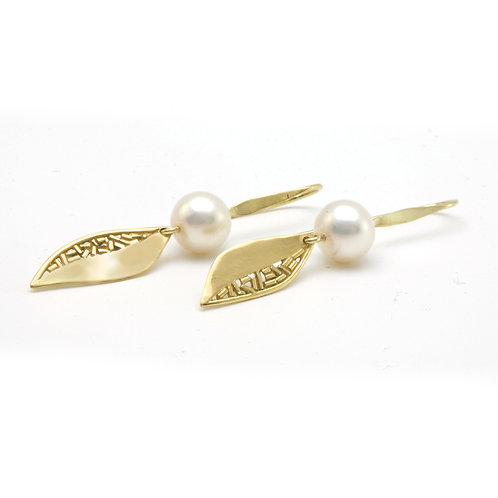 18K Gold Leaf and 8.5mm Freshwater Pearl Earrings.