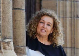 SARA BÁRCENA DE CUENDÍAS. Filóloga, autora de la primera tesis sobre el poeta asturiano Aurelio Gonz