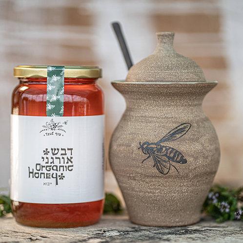 כד דבש של אמנית הקרמיקה אביגיל גלרטר בתוספת דבש אורגני של צוף
