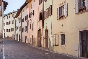 Vie del borgo di Vezzano