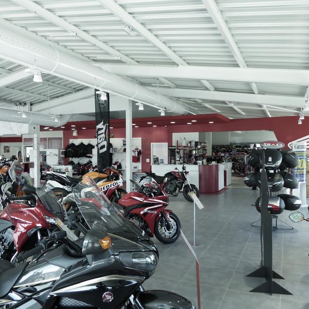 Aménagement d'un concessionaire moto