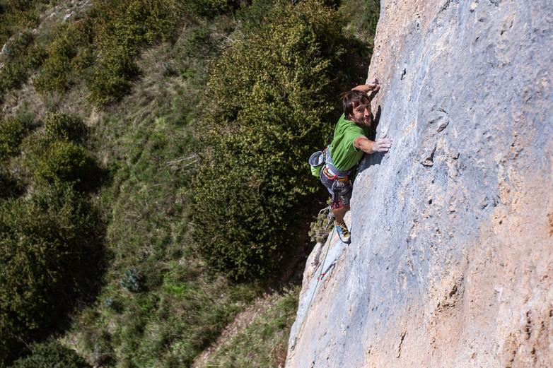 Gorka Karapeto Climbing