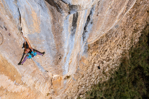 Eilleen Jubes climbing