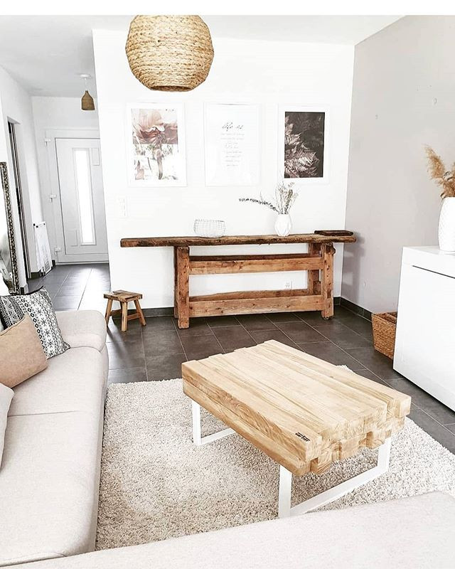 Une table artisanale