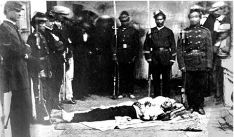 Cuerpo del presidente Gabriel García Moreno después de su asesinato el 6 de Agosto de 1875.