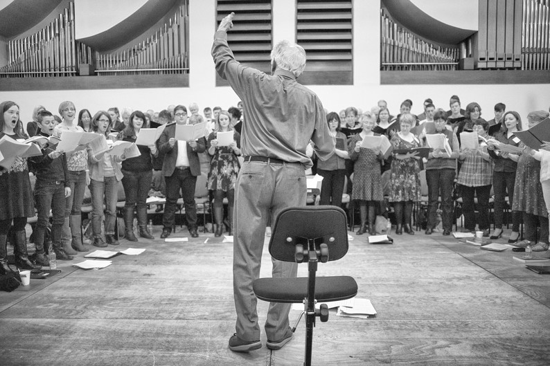 Conducting a choir