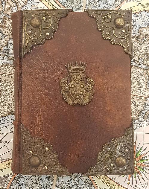 Piccolo quaderno in pelle con 4 angoli e stemma medicea in ottone