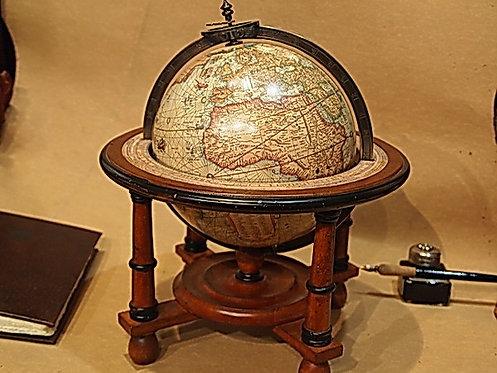 Mappamondo Mercatore con supporto a quattro gambe