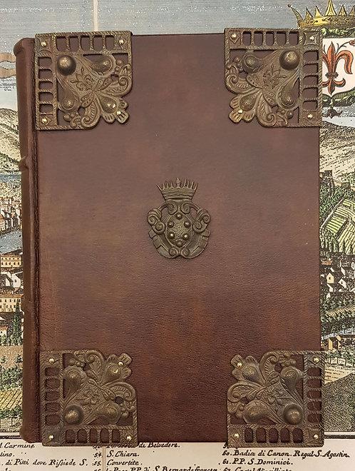 Quaderno in pelle con 8 angoli e stemma medicea in ottone