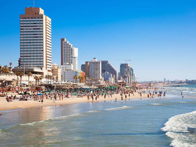 Tel Aviv Beach front 2 promenade.jpg