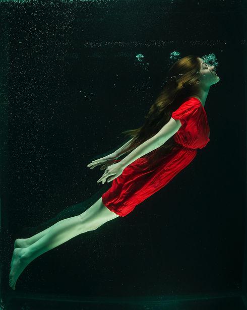 woman-wearing-red-dress-1559259.jpg