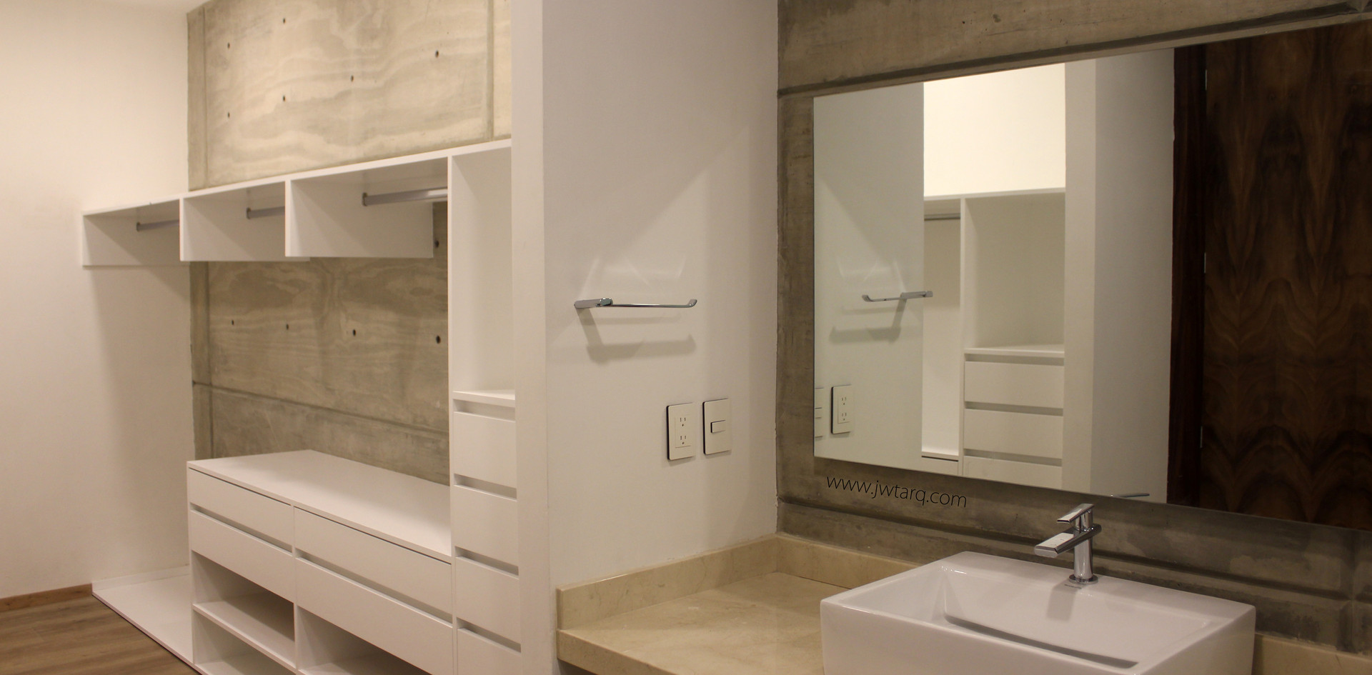 Waling closet + Sink