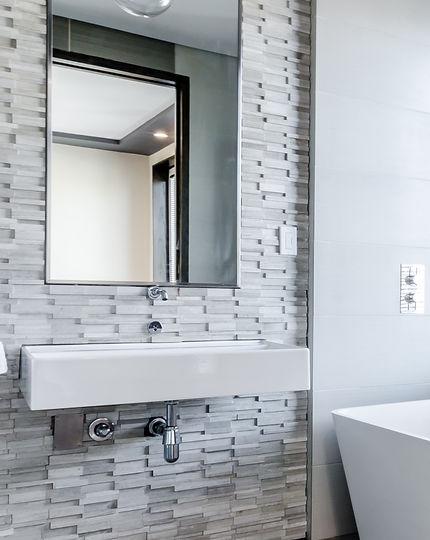 Bathroom tiles, warwick tiler, warwickshire tiler, Kenilworth tiler, Leamington tiler, Stratford upon Avon tiler, natural stone tiler, floor tiler, ceramic tiler, porcelain tiler