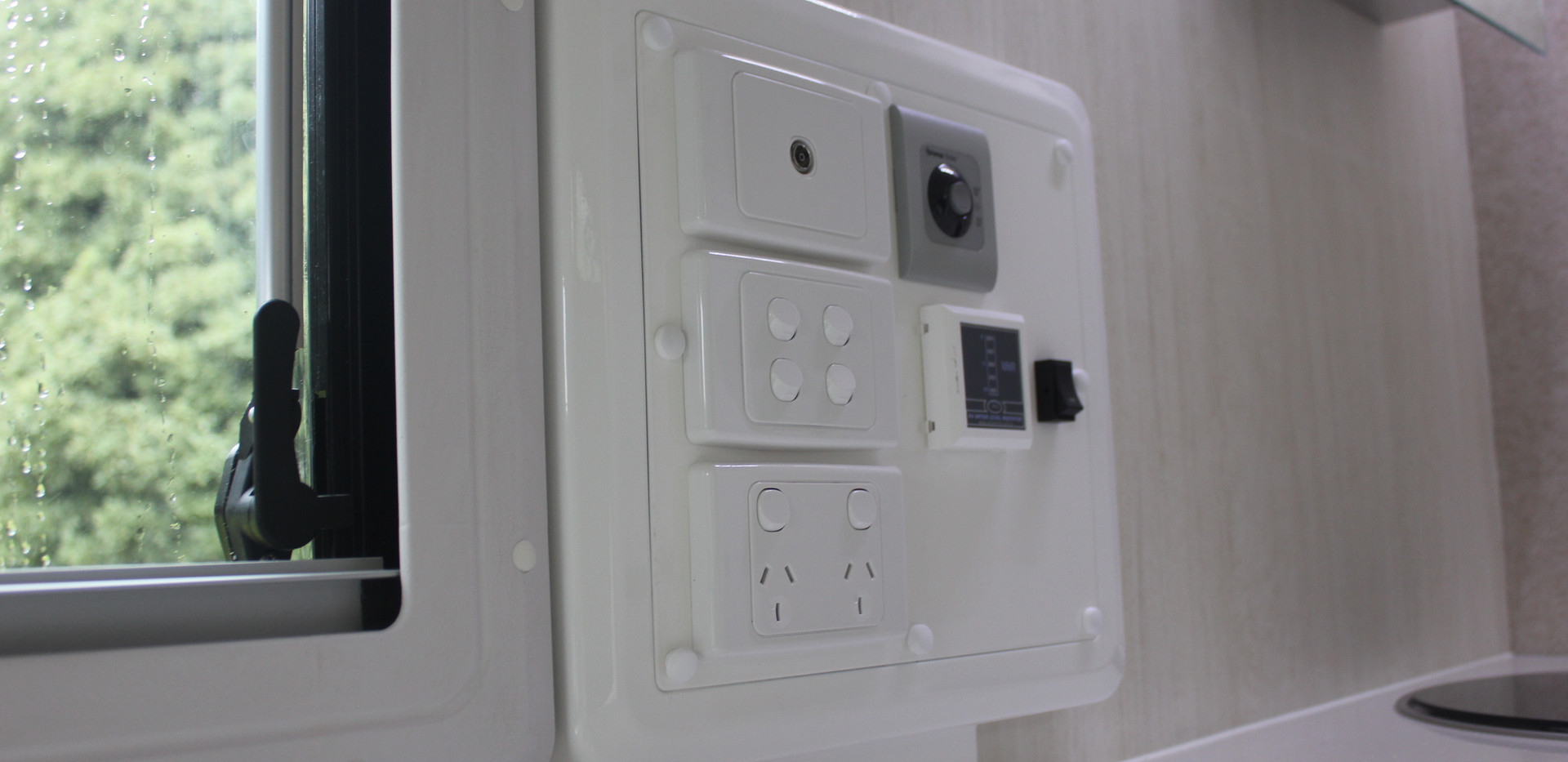 Karavané Switch Panel