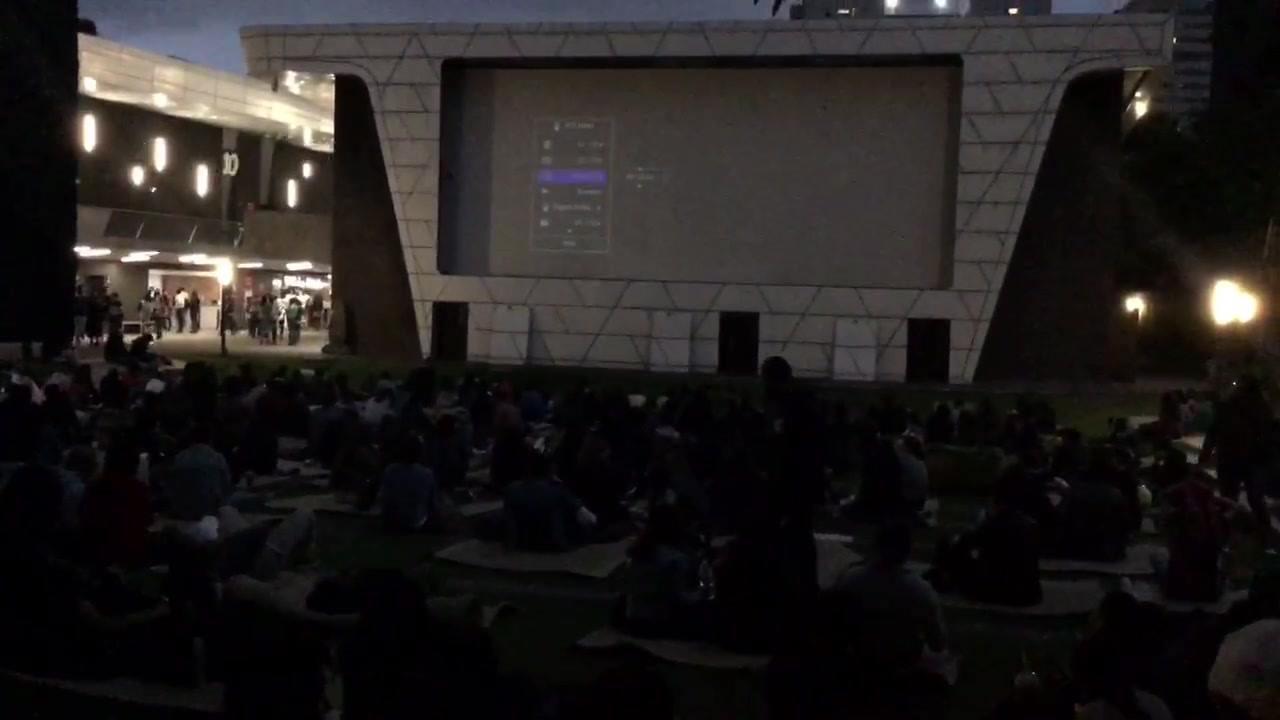 Los jóvenes pasándola cool con Queen en la Cineteca.  Prueba del rollo y cintas🎥
