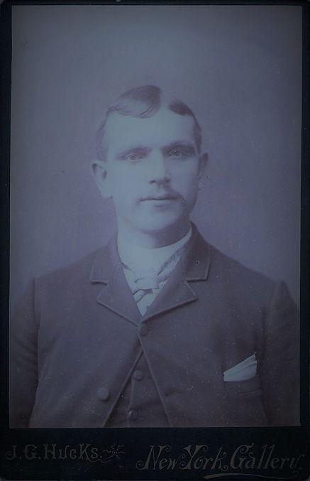 4-Ossie Age 33~1908 (SunArtic).jpg