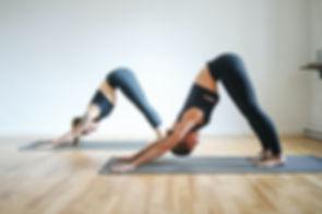 women-in-yoga-class-3735471.jpg